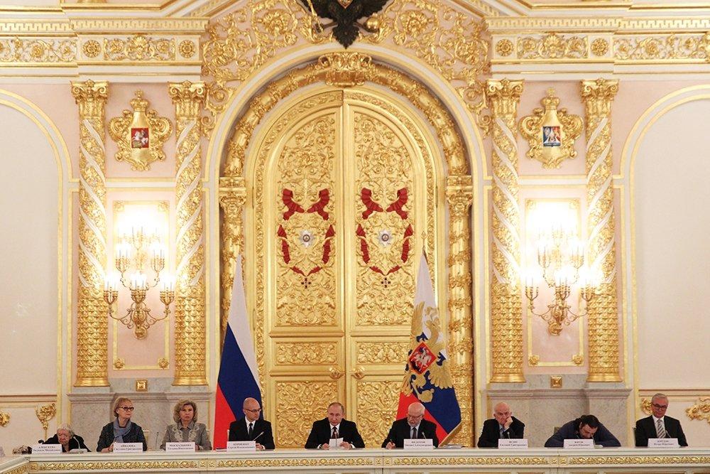 Путин поручил оценить возможности упрощения получения гражданства