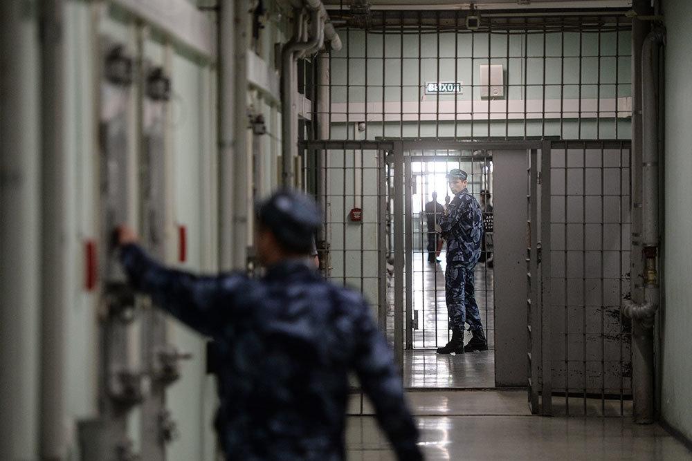 Осужденных за терроризм будут держать в тюремных камерах